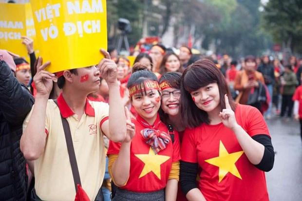 Nhung bong hong xinh dep xuong pho co vu U23 Viet Nam tai Ha Noi hinh anh 8