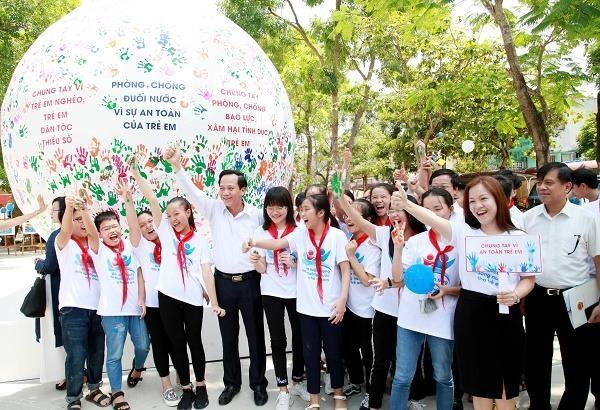 Pho Thu tuong: Dung coi tre em la doi tuong chi biet vang loi hinh anh 2