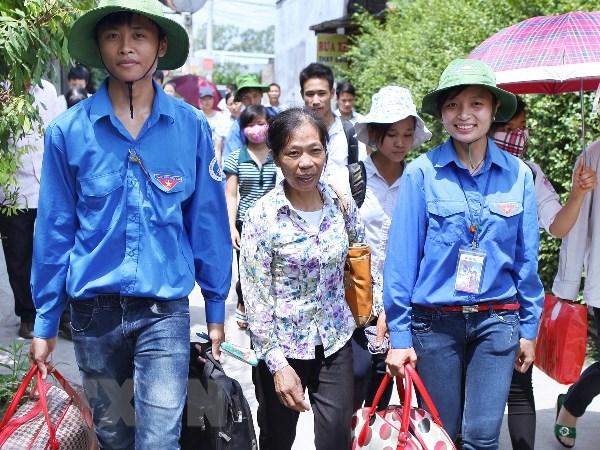 Ha Noi: Thanh nien tinh nguyen dong hanh cung sy tu truoc