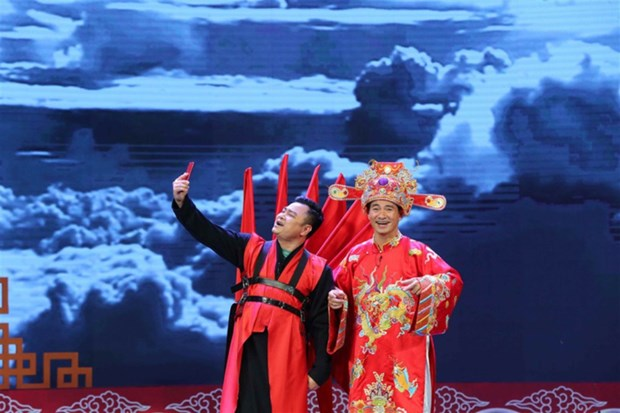 Trang phuc la mat cua 'co' Dau va cac Tao trong Tao quan 2018 hinh anh 6