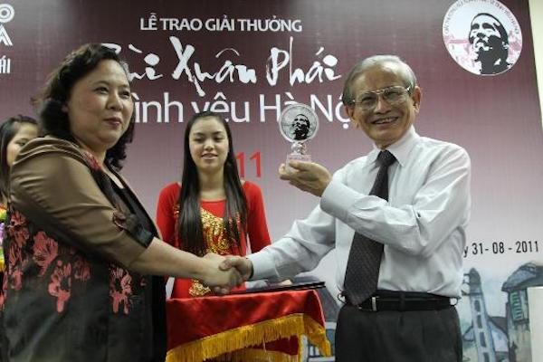 Giao su Phan Huy Le: Mot doi nang long voi lich su, van hoa Ha Noi hinh anh 1