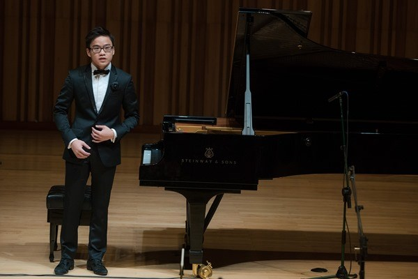 'Cau be vang' piano Nguyen Viet Trung ve nuoc trinh dien hinh anh 1