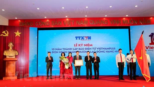 VietnamPlus don Huan chuong Lao dong hang Nhi, ra mat san pham chatbot hinh anh 1
