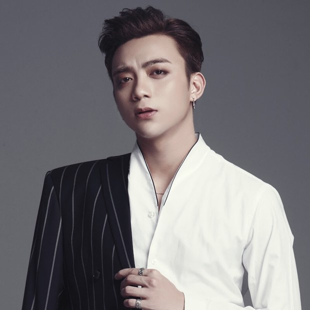 Soobin Hoang Son coi bo 'chiec ao' hoang tu pop Viet trong Music Home hinh anh 1