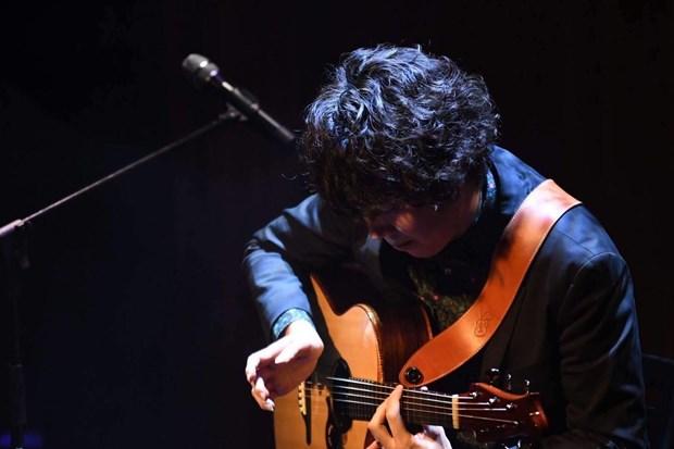 Nghe sy guitar fingerstyle hang dau Nhat Ban tai ngo khan gia Viet hinh anh 1