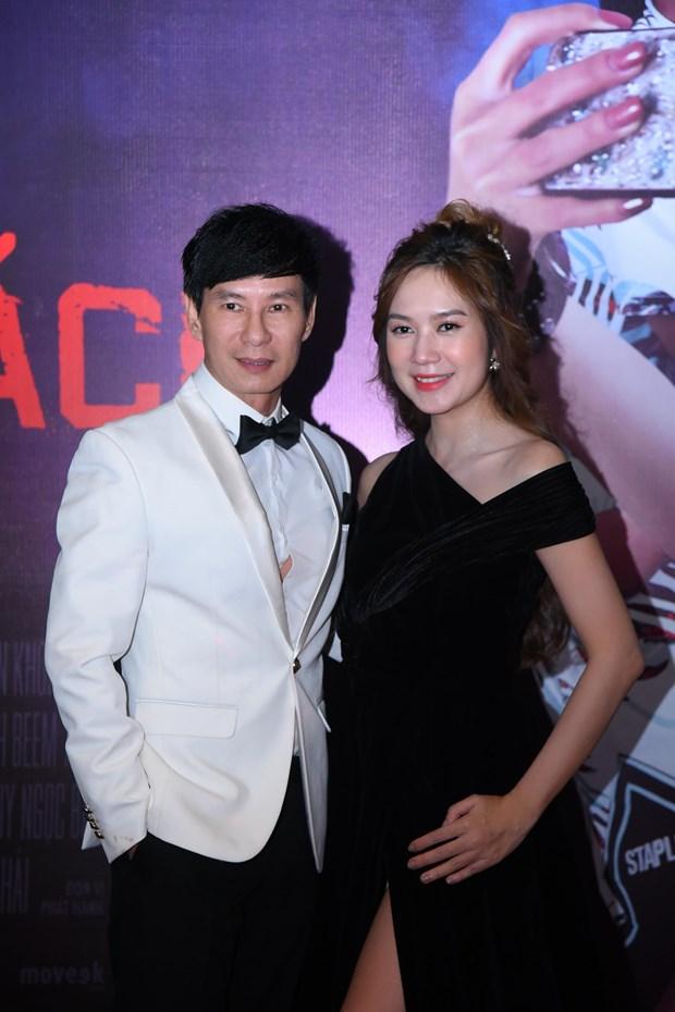 Cha con chuong mon Vinh Xuan xuat hien ben dan sao Viet hinh anh 4