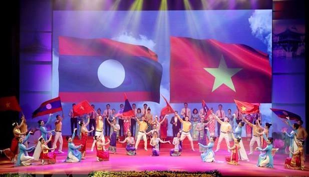 Hon 1.000 nghe nhan, nghe sy tham gia giao luu van hoa Viet Nam-Lao hinh anh 1