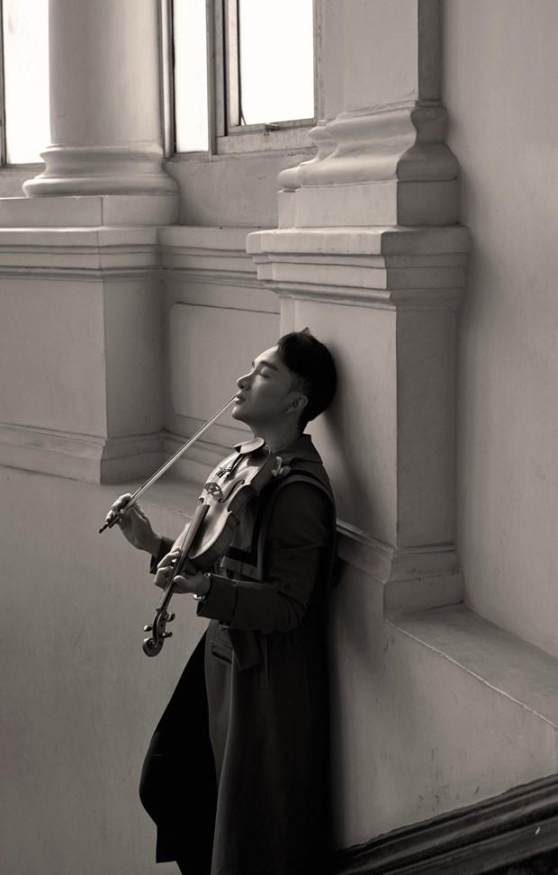 Hoang Rob 'Tro chuyen' cung Ha Tran, Thu Phuong bang tieng violin hinh anh 1