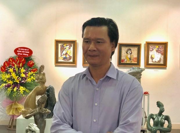 'Choi dat': The nghiem moi cua hoa sy duong dai voi chat lieu gom hinh anh 1