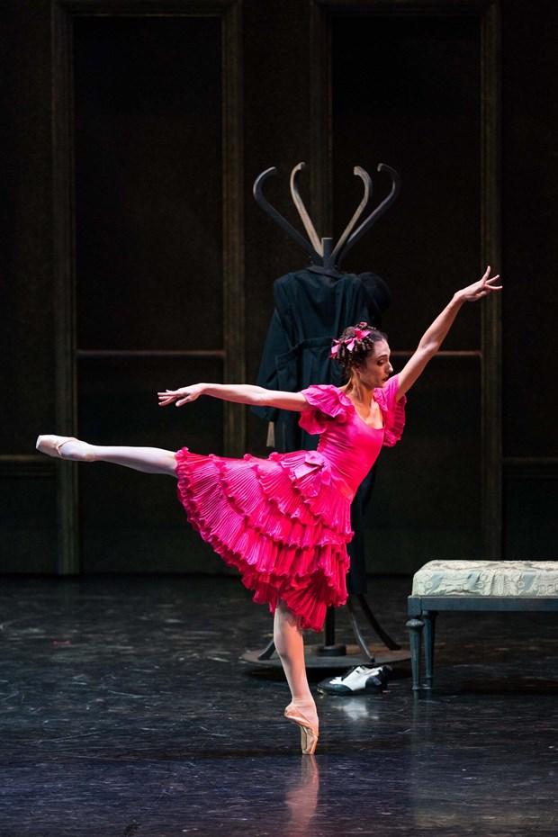 Gioi thieu vo ballet 'Co be Lo Lem' lay boi canh Hollywood tai Ha Noi hinh anh 1
