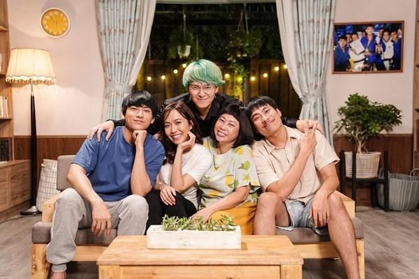 'Phap su mu' doi dau 'Hoa hau giang ho' tren duong dua phim Viet hinh anh 3