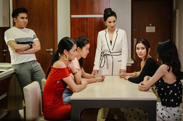 'Phap su mu' doi dau 'Hoa hau giang ho' tren duong dua phim Viet hinh anh 2