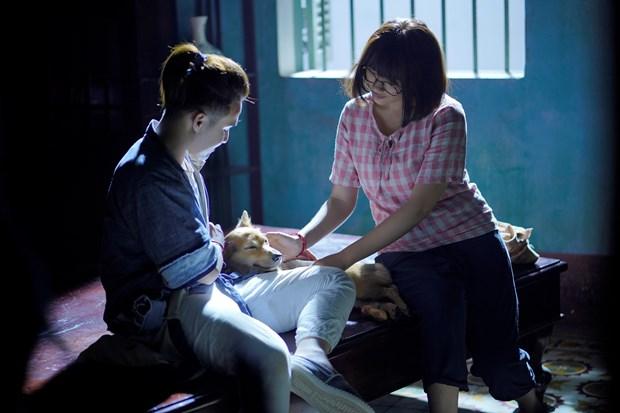 'Phap su mu' doi dau 'Hoa hau giang ho' tren duong dua phim Viet hinh anh 1