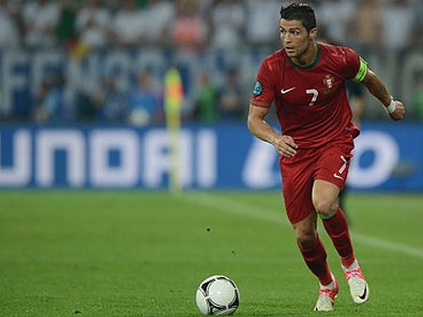 Huan luyen vien Loew canh bao moi de doa tu Ronaldo hinh anh 1