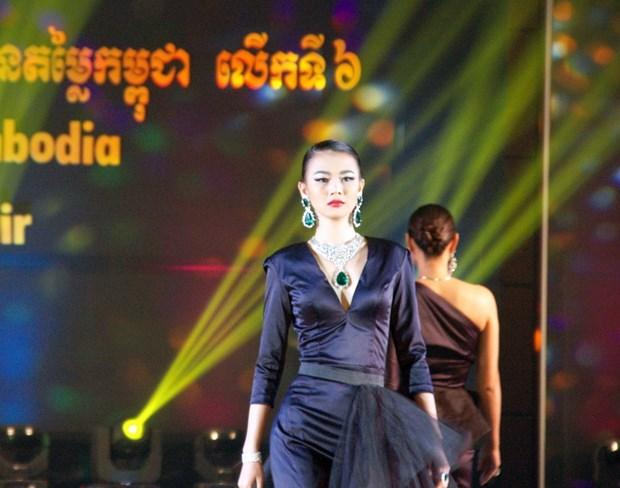 [Photo] Gan 100 cong ty tham du Hoi cho da quy Campuchia hinh anh 7