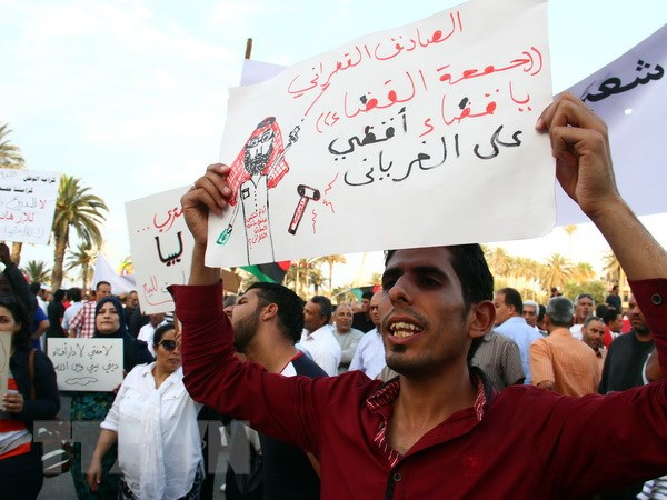 Bung phat giao tranh o Libya, hang chuc nguoi thuong vong hinh anh 1