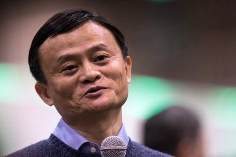 """Ty phu Trung Quoc dong hon, van """"keo kiet"""" khi lam tu thien hinh anh 1"""