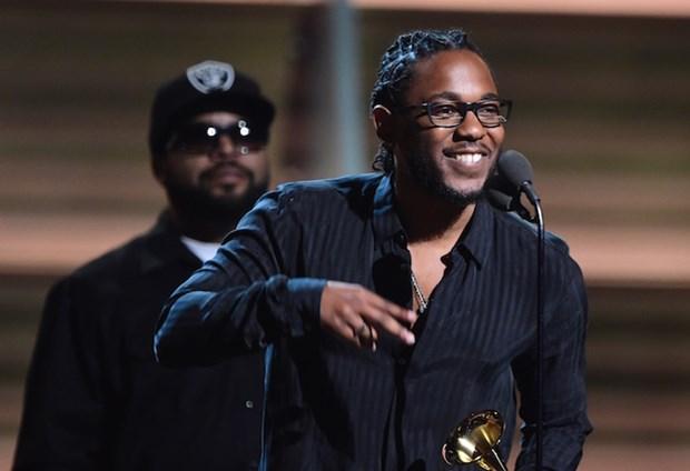 Kendrick Lamar toa sang, thong tri lang rap voi 4 giai Grammy hinh anh 1