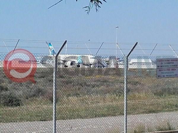 Vu cuop may bay cua Egypt Air khong lien quan toi khung bo hinh anh 3