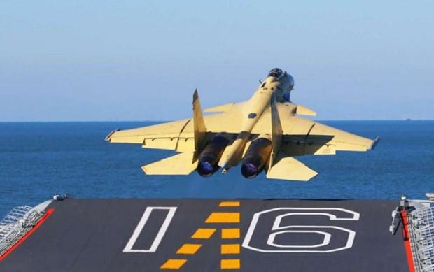 May bay J-15 Trung Quoc roi vo nat khi luyen tap, phi cong tu nan hinh anh 1