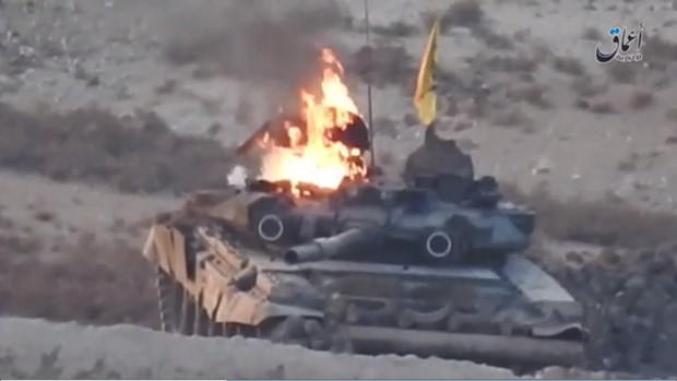 [Video] Can canh xe tang T-90 boc chay dung dung tai Syria hinh anh 1