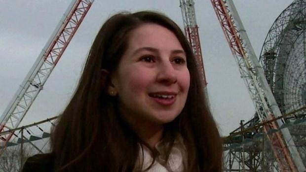 Katie Bouman, nu giao su 29 tuoi dung sau buc anh ho den chan dong hinh anh 1