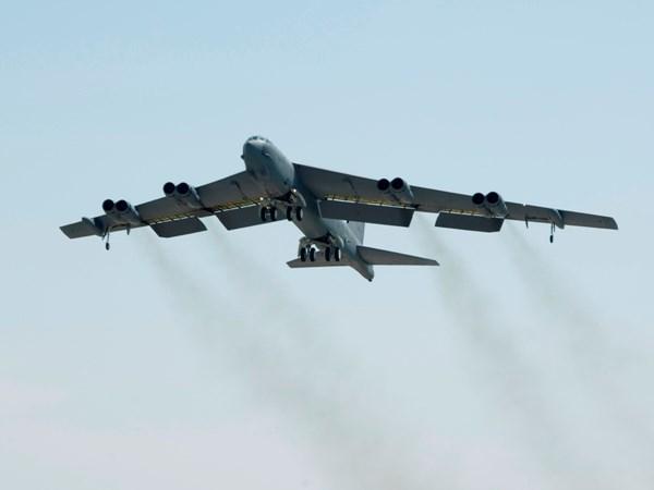 B-52 My bay vao vung Trung Quoc doi xac dinh phong khong hinh anh 1