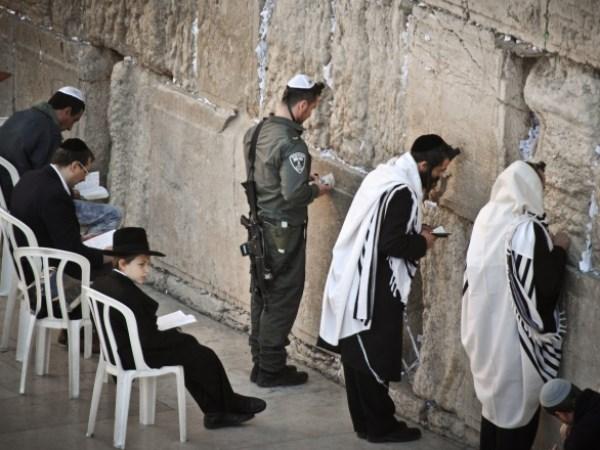 Kết quả hình ảnh cho nguoi  Do Thái cau nguyen