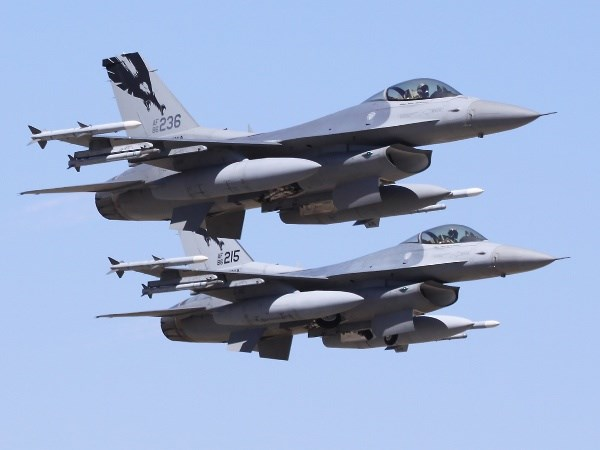Chien dau co F-16 cua khong quan My co the bi roi o Vinh Mexico hinh anh 1