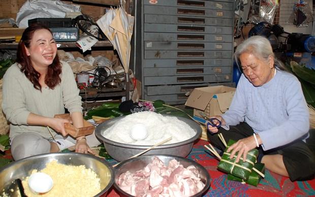 Tet Viet co truyen ron ra Vientiane, am long nhung nguoi con xa xu hinh anh 5