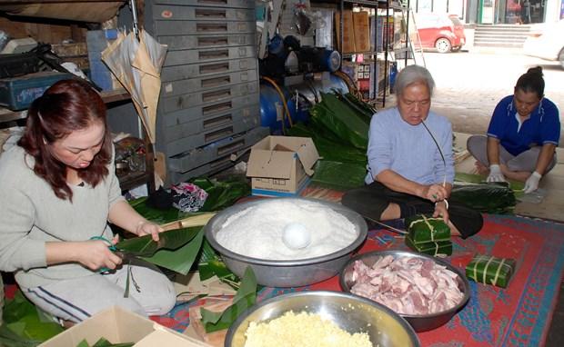 Tet Viet co truyen ron ra Vientiane, am long nhung nguoi con xa xu hinh anh 6