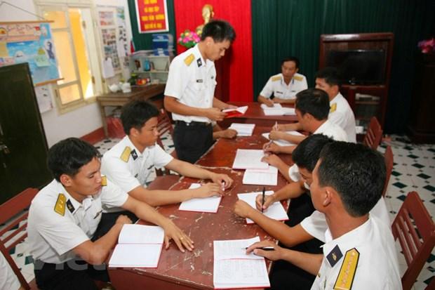 Chien sy dao Truong Sa luon ren luyen theo guong Chu tich Ho Chi Minh hinh anh 1