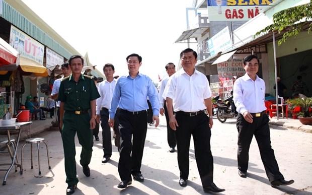 Truong Ban Kinh te Trung uong khao sat khu kinh te cua khau Long An hinh anh 1