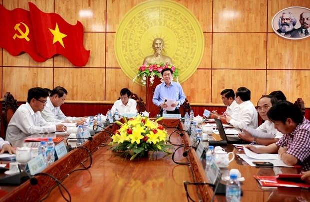 Truong Ban Kinh te Trung uong khao sat khu kinh te cua khau Long An hinh anh 2