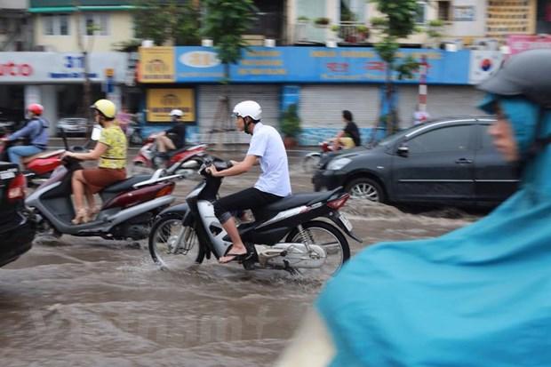Ha Noi: Do dai phan cach duong Nguyen Chi Thanh de chong ngap hinh anh 3