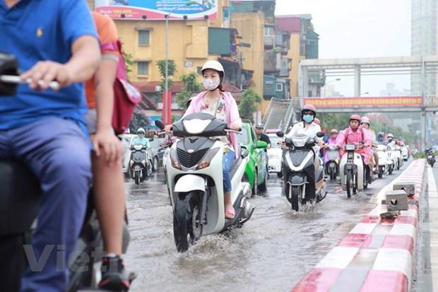Ha Noi: Do dai phan cach duong Nguyen Chi Thanh de chong ngap hinh anh 8