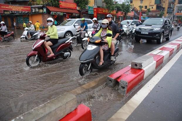Ha Noi: Do dai phan cach duong Nguyen Chi Thanh de chong ngap hinh anh 11