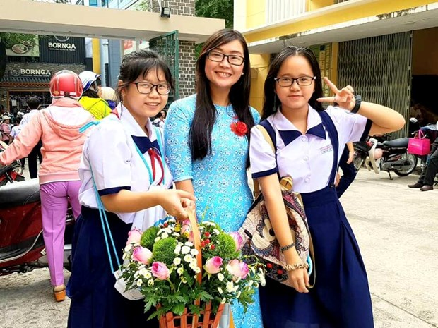 Xuc dong nhung loi tri an cua hoc tro trong Ngay Nha giao Viet Nam hinh anh 1
