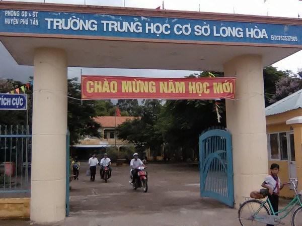 Hoc sinh bi giao vien danh o An Giang: Nan nhan co y xin chuyen truong hinh anh 1