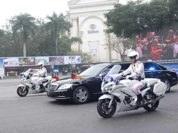 Doan xe cua Chu tich Trieu Tien Kim Jong-un den khach san Metropole hinh anh 1