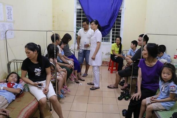 Thuc pham 'ban' vao truong hoc: Can tang quyen giam sat cua phu huynh hinh anh 1