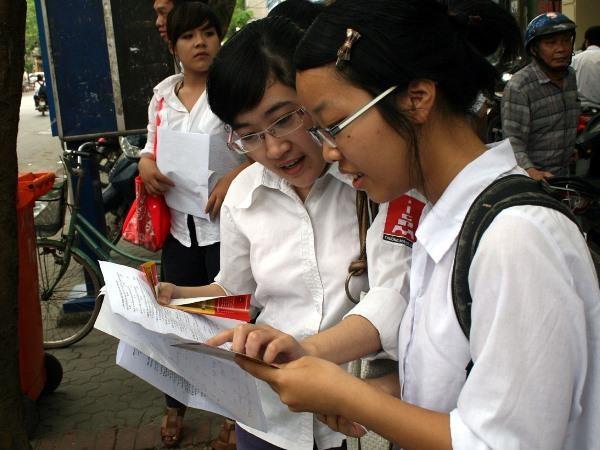 Binh Thuan to chuc thi lai cho hoc sinh lop 12 toan tinh vi lo de hinh anh 1