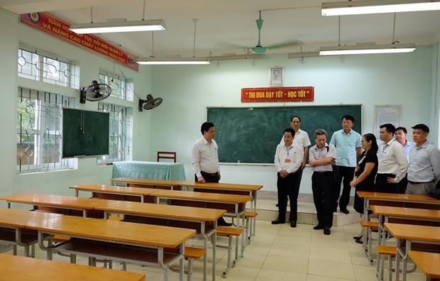 Thứ trưởng Nguyễn Hữu Độ kiểm tra công tác chuẩn bị thi tại Hà Giang. (Ảnh: PV/Vietnam+)