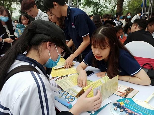 Hang nghin thi sinh tham du chuong trinh Ngay hoi tuyen sinh 2021 hinh anh 1