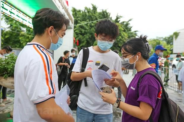 Ha Noi: Gan 600 thi sinh vang mat trong buoi thi mon Toan hinh anh 1