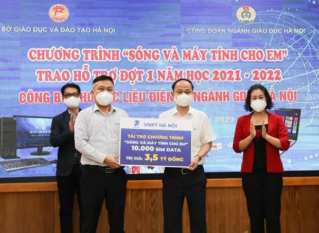Ha Noi tang gan 4.000 may tinh va 10.000 sim Internet cho hoc sinh hinh anh 1