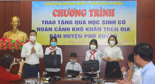 """Song va may tinh cho em"": Trao yeu thuong de nuoi duong nhung uoc mo hinh anh 1"
