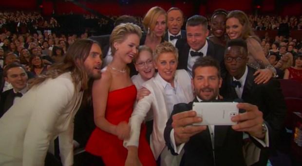 Anh selfie cua cac sao o le trao giai Oscar lap ky luc hinh anh 1