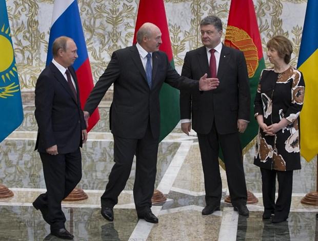 Tong thong Ukraine Poroshenko tuyen bo se gap ong Putin tuan toi hinh anh 1