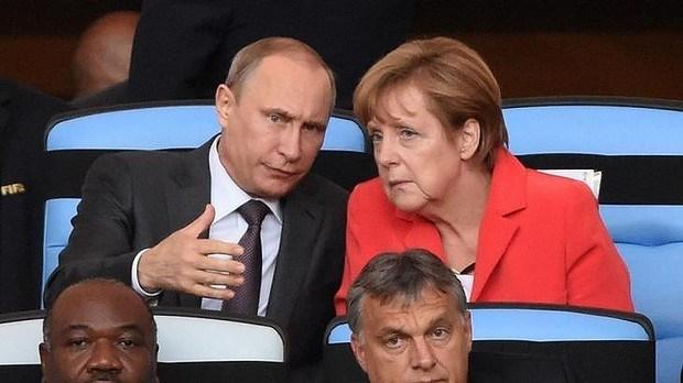 Nhom IS tung doan video de doa ba Merkel va ong Putin hinh anh 1